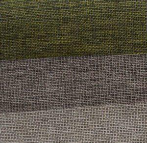 Moderne Sofas in groben Strukturstoffen.