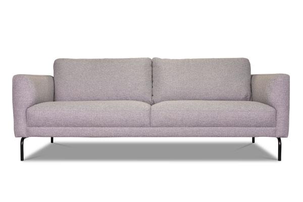 Elegantes Sofa im nordischen Stil.
