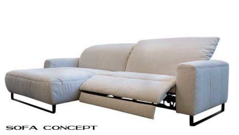 Nordisches Sofa mit Fernsehsesselfunktion.