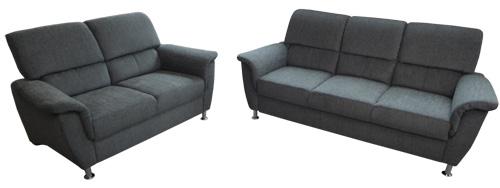3-Sitzer und 2-Sitzer Polstergarnitur in Grau.