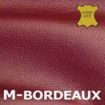Bordeauxrotes Leder.