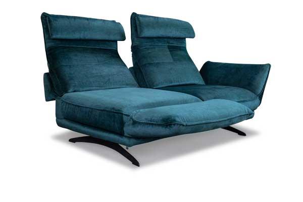 Sofa mit vielen Plaetzen fuer kleine Raeume.